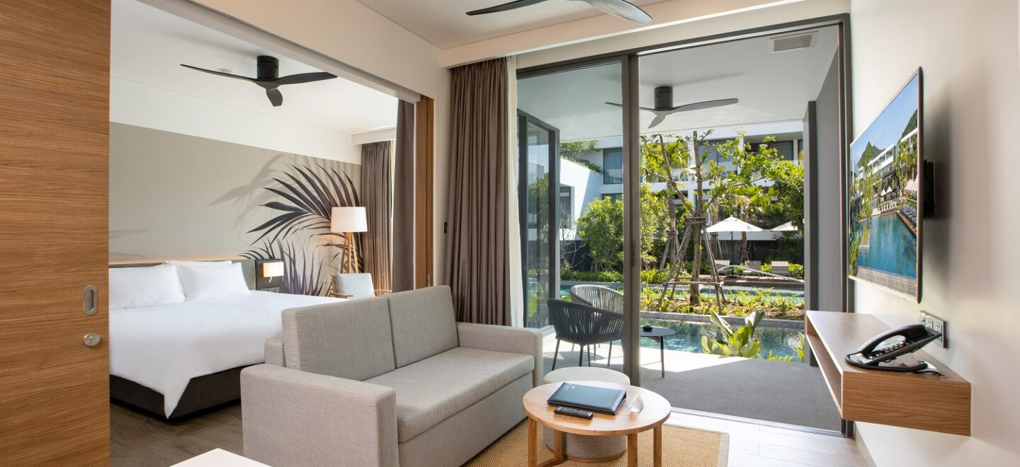 STAY-WELLBEING-LIFESTYLE-RESORT_ONE-BEDROOM-SUITE-POOL-ACCESS_LIVING-AREA