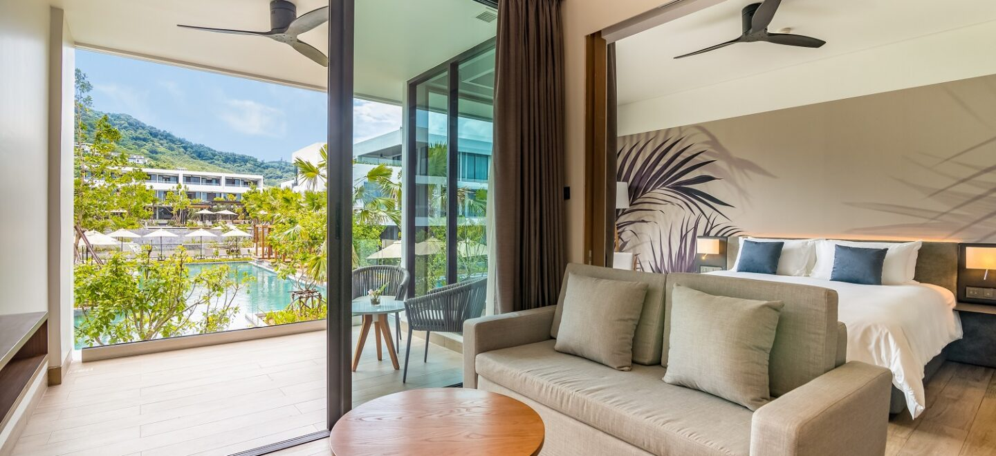 STAY-WELLBEING-LIFESTYLE-RESORT_ONE-BEDROOM-SUITE-POOL-VIEW_LIVING-AREA