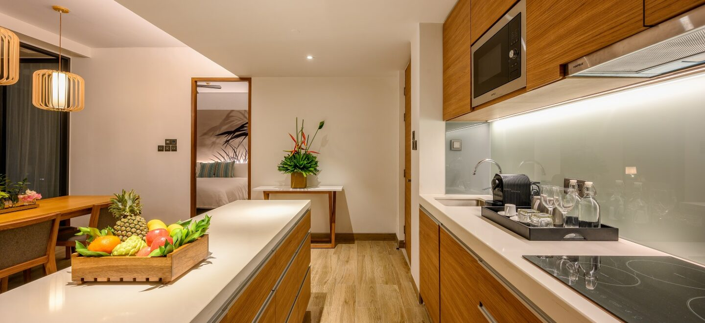 STAY-WELLBEING-LIFESTYLE-RESORT_TWO-BEDROOM-SUITE-POOL-VIEW_KITCHEN