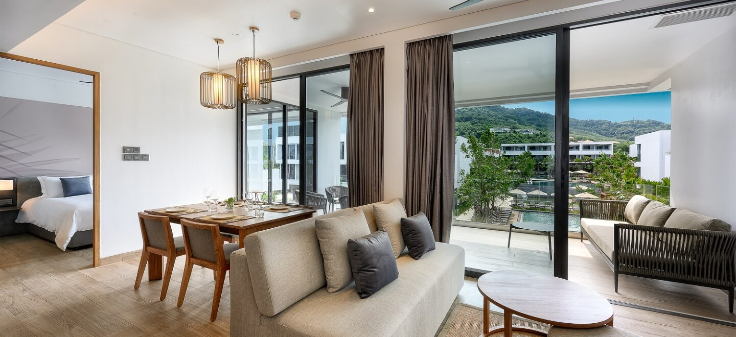 STAY-WELLBEING-LIFESTYLE-RESORT_TWO-BEDROOM-SUITE-POOL-VIEW_LIVING-AREA