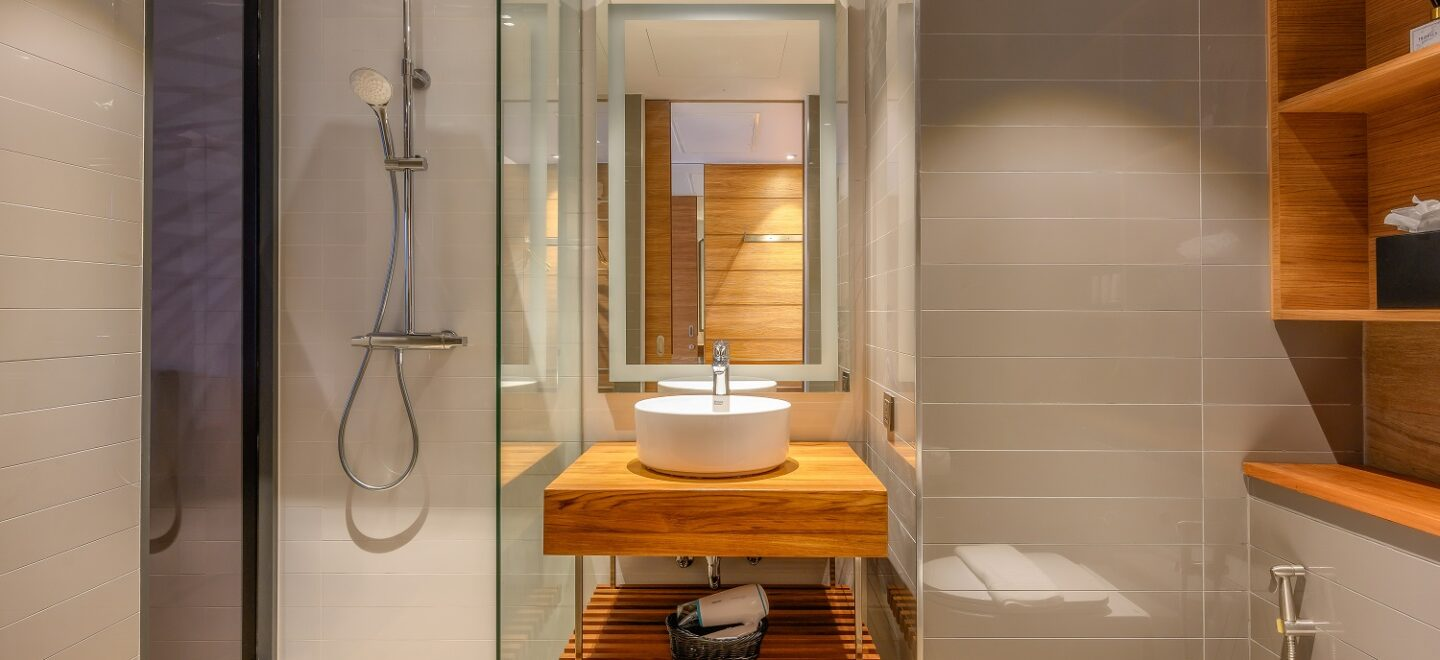STAY-WELLBEING-LIFESTYLE-RESORT_TWO-BEDROOM-SUITE-POOL-VIEW_SHOWER-ROOM
