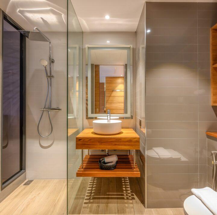 ห้องสวีท 2 ห้องนอน   STAY-WELLBEING-LIFESTYLE-RESORT_TWO-BEDROOM-SUITE-POOL-VIEW_SHOWER-ROOM