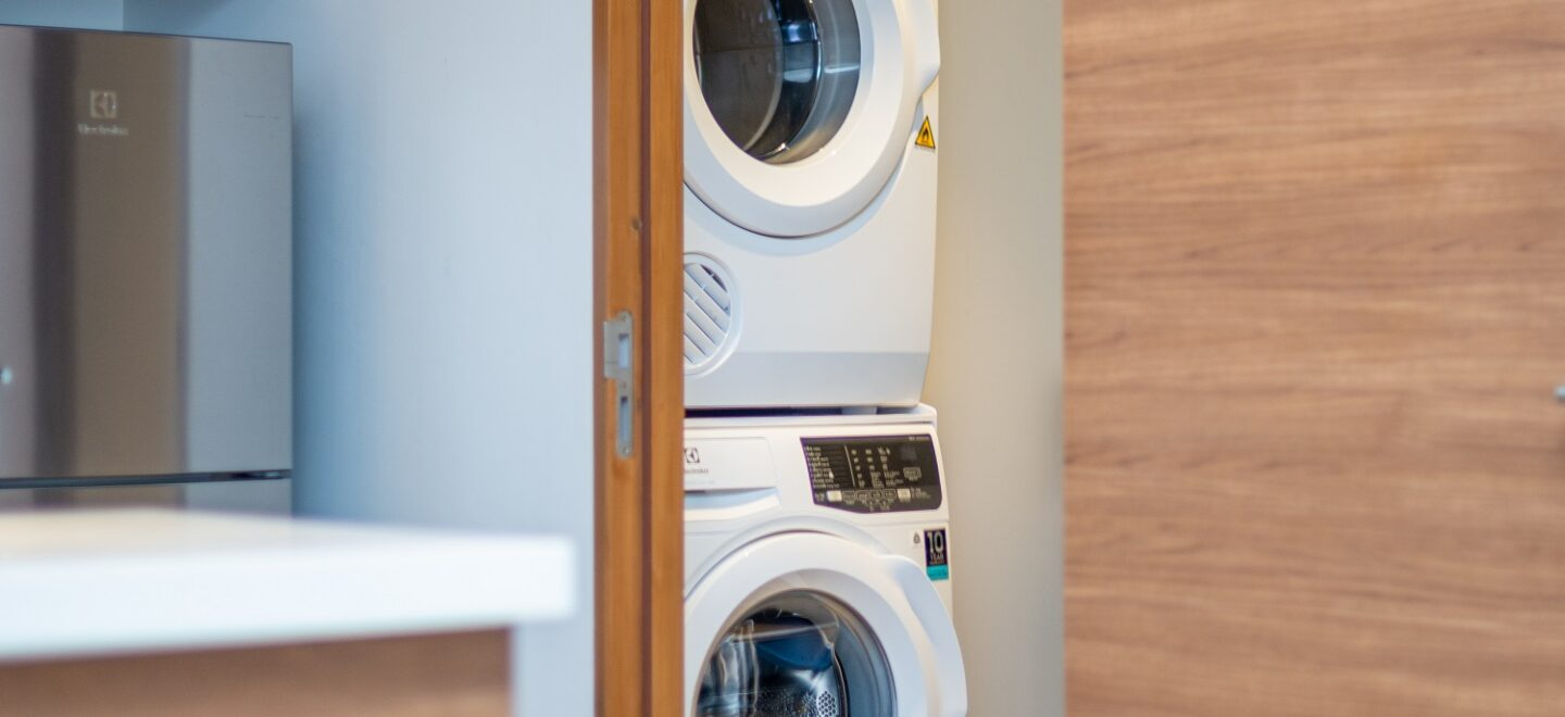 STAY-WELLBEING-LIFESTYLE-RESORT_TWO-BEDROOM-SUITE-POOL-VIEW_WASHING-MACHINE-DRYER