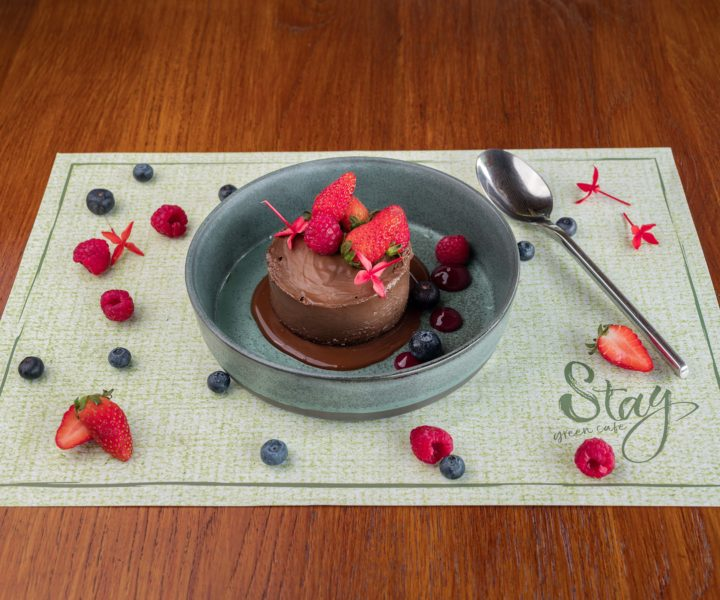 Stay Green Cafe : Raw chocolate cake stay green phuket
