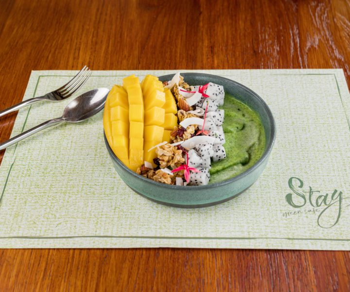 Stay Green Cafe : smoothie bowl stay green phuket